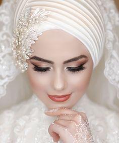 Image may contain: 1 person closeup Tesettür Nişanlık Modelleri 2020 Bridal Hijab, Muslim Wedding Dresses, Hijab Bride, Muslim Dress, Hijab Dress, Bride Veil, Muslim Brides, Muslim Hijab, Muslim Girls