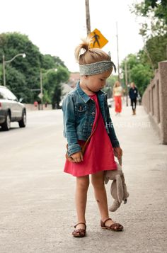 LITTLE STYLE. I love the shoes and head band