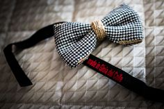 Groom's bow tie with hessian details.