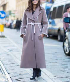 How to wear a belt over a coat,
