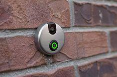 Skybell > Een digitale deurbel waarmee je elke bezoeker aan de deur kunt zien, horen en spreken als je niet thuis bent. 150 euro, www.skybell.com.