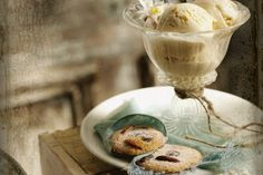 Dessert in the attic. Food Photography Styling, Food Styling, Tasty, Yummy Food, Yummy Treats, Food Inspiration, Love Food, Sweet Recipes, Food Porn