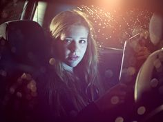 Foto stock : teenage girl on an iPad in a car at night Face Light, Light Up, Car Animation, Girl Face, 15 Years, Year Old, Wifi, Bluetooth, Ipad