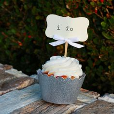Wedding cupcake; white cupcake with ivory colored frosting (vanilla)