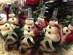 Fun snowmen on vintage roller skates. The snowmen are made from a pattern by Country Friends. I will have them for sale at my Christmas Open house.