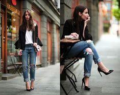 let's dress up boyfriend jeans.