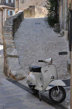Love Italia and Vespa Motos Vespa, Piaggio Vespa, Lambretta Scooter, Vespa Lambretta, Vespa Scooters, Triumph Motorcycles, Vintage Motorcycles, Best Scooter, Scooter Girl