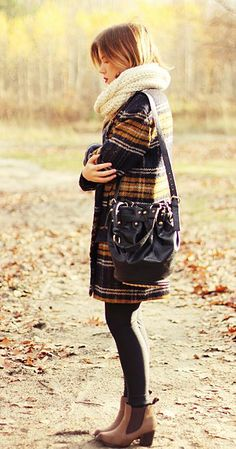 Mary-katefashion: Wioletta is from Poland, loves fashion and takes great pictures with looks. Don't miss her latest autumn/winter pictures! Winter Pictures, Balenciaga City Bag, Fall Winter, Autumn, Love Fashion, Dressing, Shoulder Bag, Fashion Tights, Fashion Lookbook
