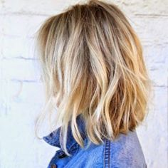 50 Effortless Hairstyles for Cool Girls when the alarm sounds, you get out of the bed and your hair Pretty Hairstyles, Bob Hairstyles, Hairstyle Ideas, Medium Hair Styles, Short Hair Styles, Asymmetrical Bob Haircuts, Angled Lob, Short Haircuts, Corte Y Color
