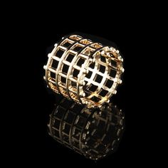 Fashion Hot Sale Cylinder-Shaped Gold Fence Women Shield Rings