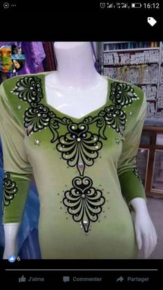 Embroidery Neck Designs, Embroidery Dress, Ribbon Embroidery, Embroidery Patterns, Pakistani Maxi Dresses, New Look Blouses, Churidar Neck Designs, Butterfly Template, Rangoli Designs
