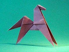 Dit is materiaal - techniek, want de techniek is vouwen en het materiaal een papiertje. Origami Patterns, Craft Patterns, Oragami, Zebras, Crafts For Kids, Projects To Try, Doodles, Paper Crafts, Horses