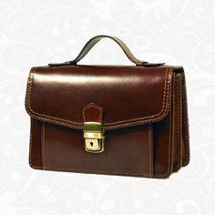 Majte všetko konečne pekne, pohodlne usporiadané a hlavne všetko pokope. Viacúčelové puzdro nemusíte nosiť len v kabelke či taške, ale môžete si ho zavesiť o ruku alebo nosiť cez plece.  Začnite nosiť svoje doklady, peniaze či telefón v bezpečí s našimi viacúčelovými púzdrami  http://www.kozene.sk/produkt/kozena-etuja-c-7847/