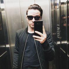 Yo en un ascensor.
