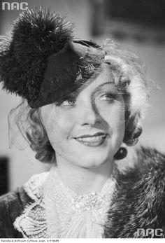 """Loda Niemirzanka jako Wanda w jednej ze scen filmu """"Będzie lepiej"""". 1938"""