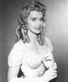 Donna Douglas Best Known As Elly May Clampett In The Beverly picture Classic Actresses, Female Actresses, Actors & Actresses, Hollywood Actresses, Vintage Hollywood, Classic Hollywood, Hollywood Star, Beautiful Celebrities, Beautiful People