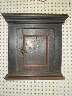 Dansk almue lille original dekoret hængeskab dateret 1789
