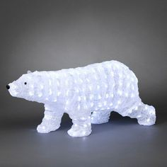 The Konstsmide 6162-203 LED acrylic walking bear features 200 white LEDs which enable him to really light up the patio and garden this Christmas!  As one of our largest outdoor LED Christmas decorations...