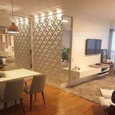 """2,735 curtidas, 27 comentários - Inspiração e decoração (@inspiracaoedecoracao) no Instagram: """"Ambientes integrados all white, destaque para a parede com revestimento 3D, o que acharam ?…"""""""
