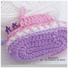 Baby slipper with his step in pictures ⋆ Crochet Kingdom Crochet Baby Socks, Crochet Baby Sandals, Crochet Bunny, Crochet Shoes, Crochet Vest Pattern, Crochet Patterns, Crochet Dishcloths, Baby Slippers, Baby Patterns