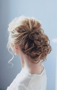 Featured Hairstyle: tonyastylist (Tonya Pushkareva ) https://www.instagram.com/tonyastylist/; Wedding hairstyle idea.