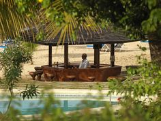 Beach Bar at Jamaica Inn, Ocho Rios nestled between the pool and private beach. Jamaica Island, Jamaica Inn, Jamaica Resorts, Ocho Rios, Paradise On Earth, Beach Bars, Garden Landscaping, Pergola, Relax