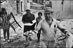 A version of the traveling exhibition The Italians by the late photographer, Leonard Freed, will be presented in August at the Eclipse Mill Gallery by. Love Photography, Street Photography, Leonard Freed, Dumb Animals, Alexey Brodovitch, Italian People, Magnum Photos, Beautiful Moments, Cover Photos