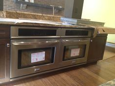 TWO ovens ready to bake or roast some fantastic dinners