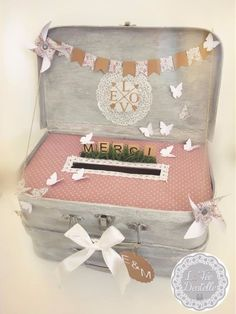 Urn double suitcase for marriage ceremony, baptism - Diy Card Box, Wedding Gift Card Box, Gift Card Boxes, Wedding Boxes, Wedding Table, Diy Wedding, Rustic Wedding, Wedding Ideas, Wedding Signs