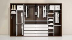 Přehledná šatní skříň s důrazem na výsuvné a pevné tyče pro ukládání košil a dalších svršků