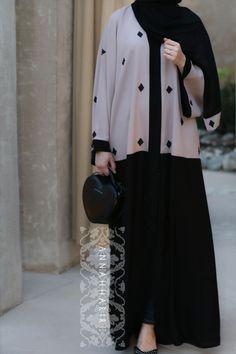 Moslem Fashion, Niqab Fashion, Modest Fashion, Fashion Dresses, Abaya Designs Dubai, Hijab Style Dress, Abaya Style, Mode Abaya, Outfit Look