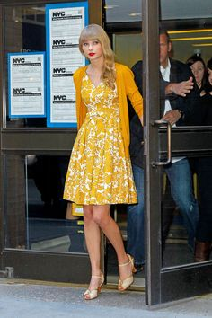 01bbc7b2fe0 Taylor Swift Photos - Taylor Swift keeps it classy and casual in a floral  print dress and cardigan