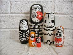 handmade wood folk art toy nesting dolls... Bare por mooshoopork