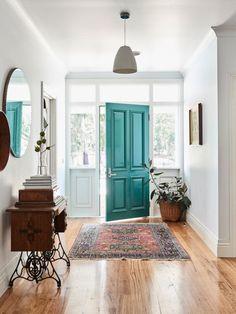 Love the teal door! Elizabeth Barnett, Blake Byron-Smith and Family — The Design Files Bright Front Doors, Green Front Doors, Front Door Colors, Painted Front Doors, Entrance Doors, The Doors, House Entrance, Door Entry, Entrance Ideas