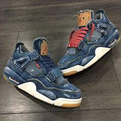 Levis x Air Jordan 4 Retro Distressed Denim (jeans déchiré) Sneakers Mode, Sneakers Fashion, Shoes Sneakers, Fashion Shoes, Jordan 4, Jordan Tenis, Nike Air Max 90s, Popular Sneakers, Latest Sneakers
