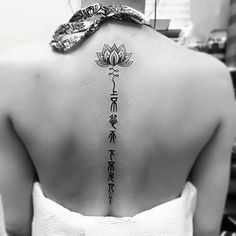 How much does a spine tattoo hurt? We have spine tattoo ideas, designs, pain placement, and we have costs and prices of the tattoo. Flower Spine Tattoos, Back Tattoos, Future Tattoos, New Tattoos, Crotch Tattoos, Yoga Tattoos, Body Art Tattoos, Airbrush Tattoo, Trendy Tattoos