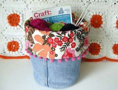 Make these adorable storage bins from recycled denim fabric or old jeans. Fabric Crafts, Sewing Crafts, Sewing Projects, Craft Projects, Craft Ideas, Jean Crafts, Denim Crafts, Sewing Hacks, Sewing Tutorials