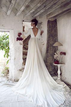 Parte de atrás del vestido liso en crepé Fotografía: www.irenebujalance.com