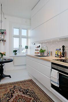 Cozinha / Kitchen ...what a sleek and clean kitchen beautiful