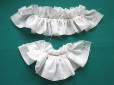 Ruffler foot use - lots of examples, link to cheat sheet to convert original length of fabric to ruffled length