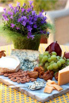 #HLo-Tips: Tabla de quesos, frutas y carnes frías, siempre es una garantía en cualquier reunión acompáñalo con clerico.