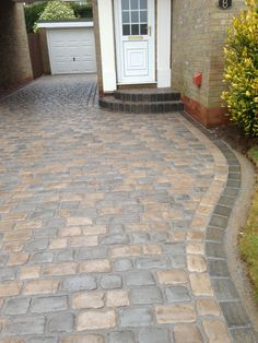 BH Building won the award for 'Best use of Drivesys' using a 50:50 mix of Iron Grey and Canvas colourways in Drivesys Original Cobble. The step is beautifully detailed using Drivesett kerb and continues the theme of dual colours #driveway #landscaping