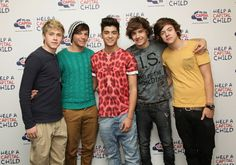 Love when Harry wears yellow t-shirt ... <3