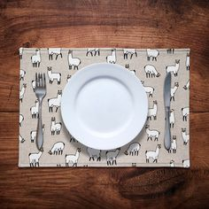 Set of 2 or 4 fabric placemats in llama / alpaca print Fabric Placemats, Make And Sell, How To Make, Llama Alpaca, Dinner Table, Printed Cotton, Annie, Printing On Fabric, Cotton Fabric