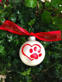 Red Paw Print Christmas Ornament - Pet Lover Bauble - Personalized Dog or Cat, Heart - Vet Appreciation, Pet Memorial, Heart Paw Print Cat Christmas Ornaments, Christmas Baskets, Dog Ornaments, Ornament Crafts, Christmas Cats, Christmas Deco, Christmas Bulbs, Dog Crafts, Glass Ball