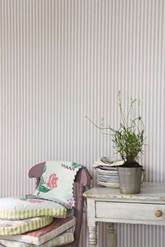 Carta da parati - Carta parati inglese righe sottili Striped Walls Horizontal, Modern Wallpaper, Decoration, Feng Shui, Interior And Exterior, Sweet Home, Colours, Curtains, Bedroom Ideas