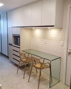 """382 Gostos, 29 Comentários - Fábrica Arquitetura (@fabricaarquitetura) no Instagram: """"Cozinha super elegante em tons neutros de bege e branco. ✨ #fabricaarquitetura #instacool…"""""""