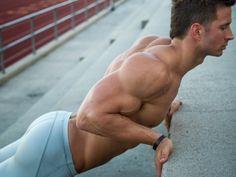 El entrenamiento en glúteos no es exclusivo de mujeres, ya que resulta igual de importante para los hombres. Los glúteos se pueden tonificar y fortalecer con la ayuda de determinados ejercicios...