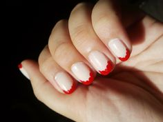 Red Scallop French Tip Nails