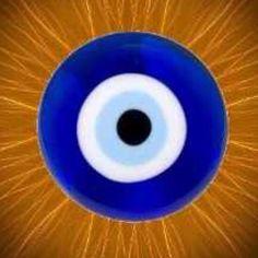 EL OJO TURCO: Acaba con el mal de ojo y protege tu hogar. Se creé que la fuerza y energía maligna, a través de la mirada, pueden ocasionar enfermedades o desgracias. De allí que esta cultura creó el ojo turco como símbolo de protección contra el mal ojo (bazar en turco). Los turcos creen que con este amuleto estarás protegido porque bloquea la negatividad y las malas vibraciones